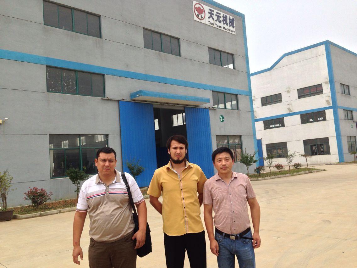 Se realizaron la inspección y aceptación de las máquinas para la línea de producción de algodón de acupuntura del modelo ZCM-1 por parte de los clientes de Uzbekistán.